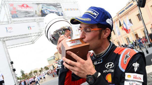 Бельгийский гонщик Тьерри Невиль (Hyundai)