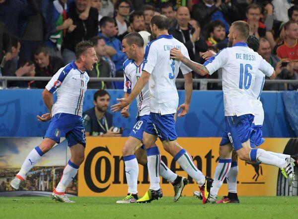 Футболисты сборной Италии Эмануэле Джаккерини, Леонардо Бонуччи, Джорджо Кьеллини и Даниэле Де Росси (слева направо)