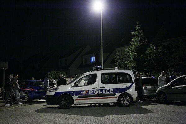 На месте убийства полицейского под Парижем