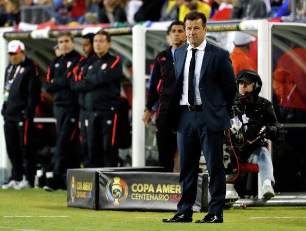 Главный тренер сборной Бразилии по футболу Дунга
