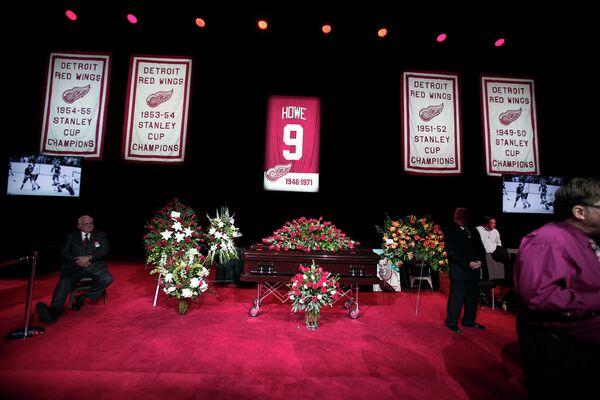 Церемония прощания со знаменитым хоккеистом Горди Хоу
