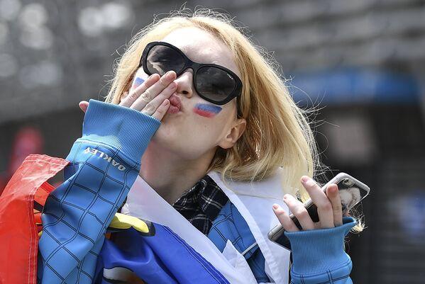 Российская болельщица перед матчем