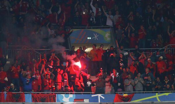 Файер на матче группового этапа чемпионата Европы по футболу - 2016 Румыния - Албания