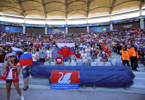 Российские болельщики перед началом матча Россия - Уэльс