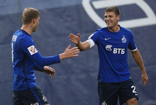 Футболисты Динамо Павел Погребняк (слева) и Игорь Денисов