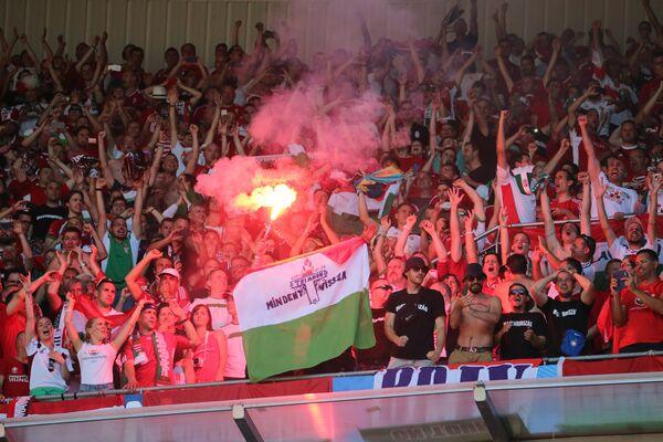 Болельщики сборной Венгрии радуются забитому голу