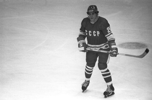 Нападающий советской сборной по хоккею с шайбой Сергей Макаров