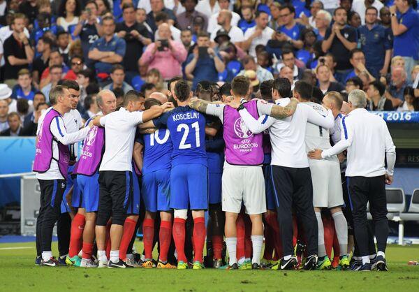 Футболисты и тренерский штаб сборной Франции