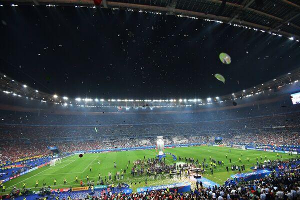 Церемония награждения победителей чемпионата Европы по футболу - 2016 между после финального матча между сборными командами Португалии и Франции