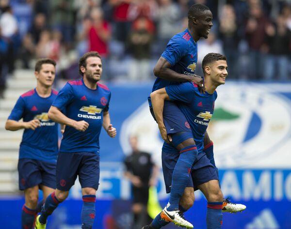 Футболисты Манчестер Юнайтед Андер Эррера, Хуан Мата, Эрик Байи и Андреас Перейра (слева направо)