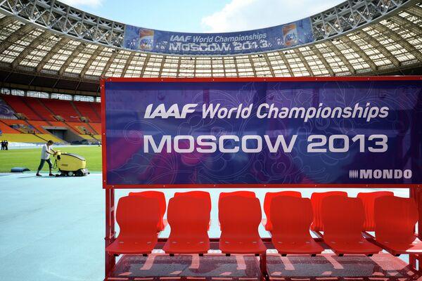 Подготовка стадиона Лужники к чемпионату мира по легкой атлетике